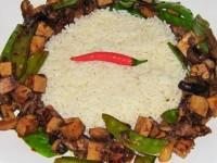 Tofuwürfel an Asiagemüse