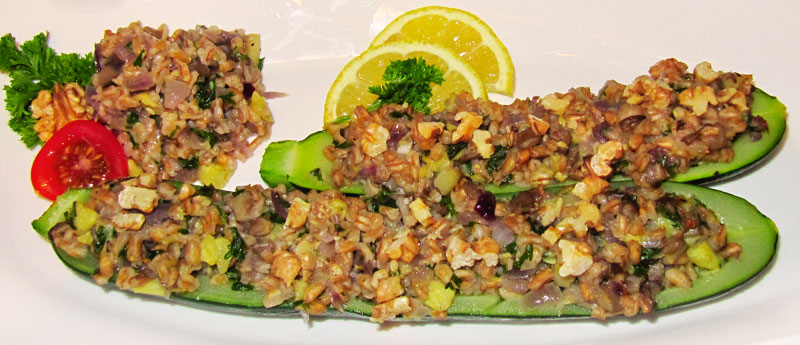 Zucchinihälften mit Dinkel-Austernpilz-Füllung