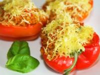 Überbackene Paprikahälften mit Gemüsereis