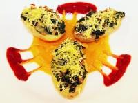 Gratinierte Kartoffelhälften mit Mangold-Maronen-Lauchgemüse auf Süßkartoffelmus und Cranberrysauce